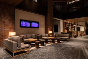 The lounge or bar area at Four Points by Sheraton Nagoya, Chubu International Airport