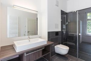 A bathroom at SRS Apartments München