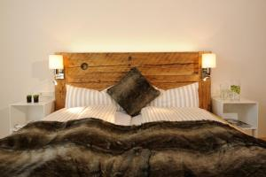 """A bed or beds in a room at Luxuslodge """"Zeit zum Leben"""""""
