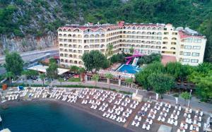 A bird's-eye view of Hotel Golmar Beach