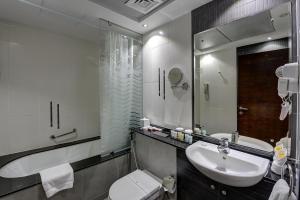 Een badkamer bij Marina View Deluxe Hotel Apartment