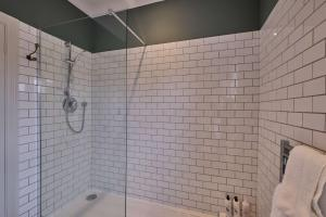 A bathroom at The Bulls Head Hotel