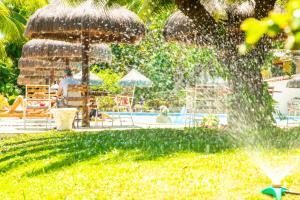 Ein Garten an der Unterkunft Hotel Marinas
