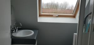A bathroom at Domaine de Manehouarn