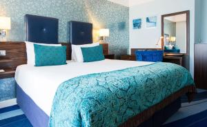 A bed or beds in a room at Crowne Plaza Dublin Blanchardstown