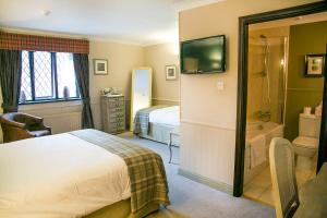 A bed or beds in a room at The Red Lion Hawkshaw