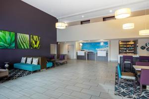 A seating area at La Quinta Inn & Suites by Wyndham Las Vegas Nellis