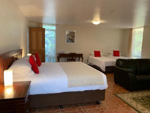 A bed or beds in a room at Guildford River Retreat