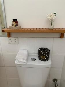 A bathroom at Guildford River Retreat