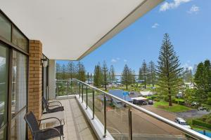 A balcony or terrace at Tasman Towers 12 3 Munster Street