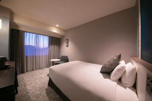 A bed or beds in a room at Hotel JAL City Nagasaki