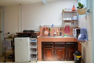 A kitchen or kitchenette at Guesthouse Casa Lapa