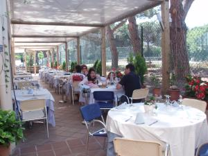 A restaurant or other place to eat at Hotel Ancora