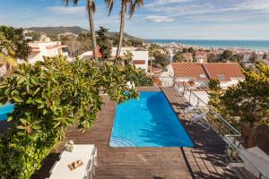 A view of the pool at Miramar Sitges or nearby