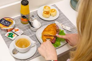 Breakfast options available to guests at Hotel Element