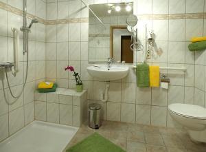 Ein Badezimmer in der Unterkunft Hotel Gasthof Zur Post