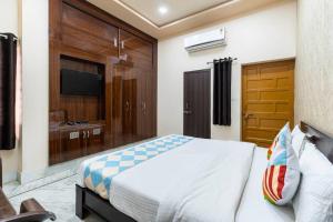 A bed or beds in a room at Kutumb Kesari