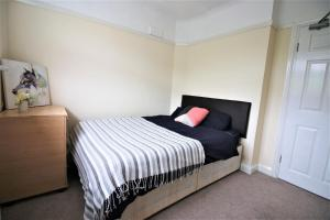 A bed or beds in a room at Bromley Common