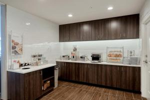 A kitchen or kitchenette at Residence Inn by Marriott Harrisburg North