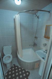 A bathroom at Yasmin