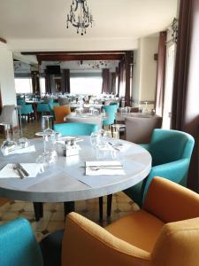 Ресторан / где поесть в Le Neoulous