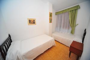 A bed or beds in a room at Bungalows Castellmar Orange Costa