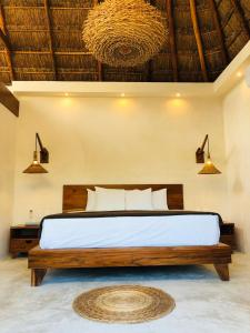 A bed or beds in a room at Hotel CasaBakal - A pie de Laguna - Bacalar