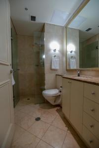 A bathroom at Bond 1409