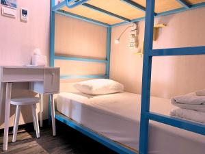 A bunk bed or bunk beds in a room at Homey Hostel Taipei Main Station
