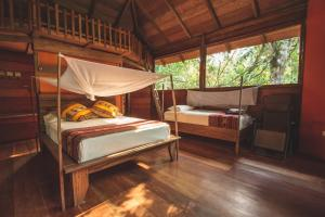 A bunk bed or bunk beds in a room at La Manigua Lodge