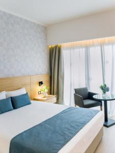A bed or beds in a room at Ajax Hotel