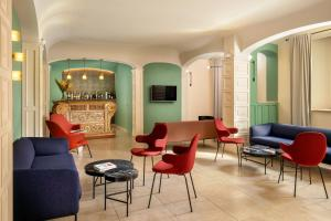 A seating area at Hotel Colosseum