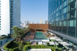 The swimming pool at or close to Carlton Hotel Bangkok Sukhumvit