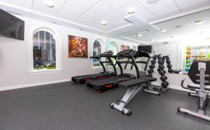 The fitness center and/or fitness facilities at Hotel Chicago West Loop