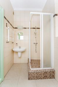 A bathroom at Apartment Ekaterinenskaya 14