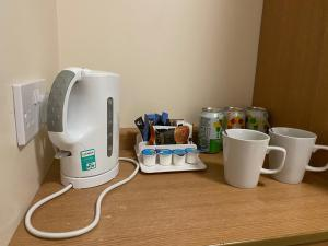 Coffee and tea-making facilities at Days Inn Michaelwood M5