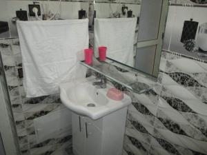 A bathroom at Nice Holiday Traditional Apartment Marrakech