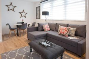 A seating area at Blackbird Luxury Apartments Room 5