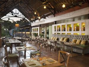 A restaurant or other place to eat at Alaya Resort Ubud