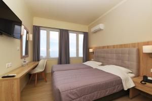 Ένα ή περισσότερα κρεβάτια σε δωμάτιο στο Ξενοδοχείο Ερμής