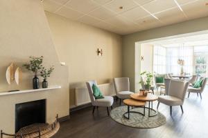 Coin salon dans l'établissement Hotel Ameland