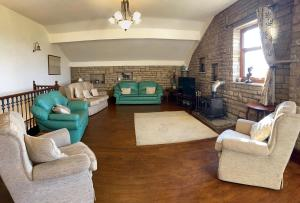 A seating area at Herd House Holiday Homes