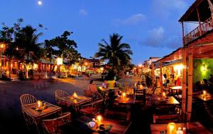 A restaurant or other place to eat at ¨SIMPLESMENTE UM PARAÍSO¨
