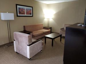 A seating area at Best Western Harrisburg North Hotel