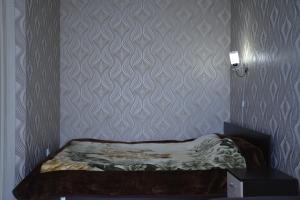 A bed or beds in a room at уютные апартаменты, ЖК Губернский
