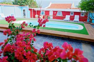 A piscina localizada em Villas by Goshen ou nos arredores