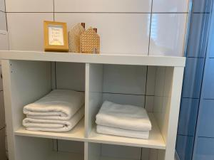 A bunk bed or bunk beds in a room at APARTAMENT OŚ. BŁĘKITNE 10H