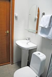 A bathroom at Olimpia Mini Hotel