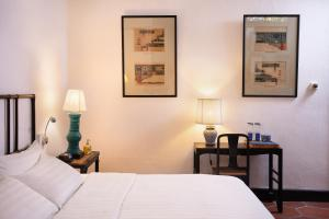Ein Bett oder Betten in einem Zimmer der Unterkunft Cheong Fatt Tze - The Blue Mansion