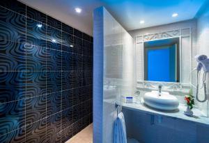 A bathroom at Splash World Venus Beach